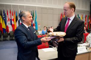 Chairperson of the OSCE Forum for Security Co-operation (FSC) and Slovakia's Permanent Representative to the OSCE Ambassador Radomír Boháč presents the FSC Chairmanship insignia to the incoming Chair, his Slovenian counterpart Ambassador Andrej Benedejčič, Vienna, 14 March 2018. (OSCE/Salko Agovic)