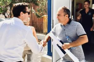 Valiant Richey (l), OSCE Acting Co-ordinator for Combating Trafficking in Human Beings, visiting the reception centre for asylum seekers in Kofinou, Cyprus, 11 September 2018. (OSCE/Claudio Formisano)