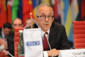 Ambassador Yaşar Halit Çevik, Chief Monitor of the OSCE Special Monitoring Mission to Ukraine, addresses the OSCE Permanent Council, Vienna, 5 September 2019. (OSCE/Micky Kroell)
