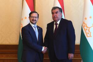 President of Tajikistan Emomali Rahmon (r) and OSCE Secretary General Thomas Greminger, Dushanbe, 4 May 2018. 