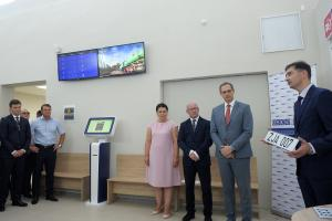 Opening of the Vehicle Registration Office in the left-bank city of Tiraspol by Political Representatives from Moldova and Transdniestria, Cristina Lesnic (l) and Vitaly Ignatiev (r) in the presence of the Acting Head of the OSCE Mission to Moldova Lajos Karakas (c), 1 September, Tiraspol. (OSCE/Igor Schimbator)