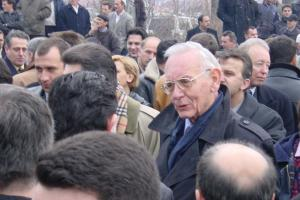 Max van der Stoel in Tetovo, former Yugoslav Republic of Macedonia, February 2001. (OSCE)
