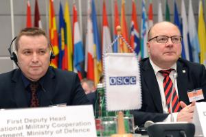 Colonel Valery Revenko (l), First Deputy Head of the International Military Co-operation Department of Belarus' Defence Ministry, and Matti Saarelainen, Director of the Finland-based European Centre of Excellence for Countering Hybrid Threats, addressing OSCE Forum for Security Co-operation session on importance of transparency and reliability of military information, Vienna, 31 January 2018.  (OSCE/Micky Kroell)