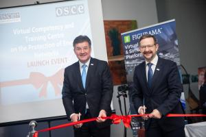 (l-r) Chairperson-in-Office and Minister of Foreign and European Affairs of the Slovak Republic Miroslav Lajčák and OSCE Secretary General Thomas Greminger at the launch of the virtual centre for the protection of critical energy infrastructure, Bratislava, 5 December 2019. (OSCE)