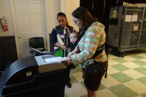 A voter casting her ballot in a voting machine in Lyon Village, Virginia, during the United States mid-term elections, 6 November 2018. (Thomas Rymer/OSCE)