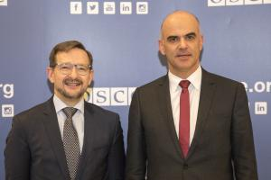 OSCE Secretary General Thomas Greminger (r) meeting Alain Berset, President of Switzerland, Vienna, 8 January 2018. (OSCE/Michael Rodgers)