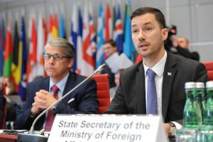 Lukáš Parízek (r), State Secretary of Slovakia's Foreign and European Affairs Ministry and Ambassador Radomír Boháč, Permanent Representative of Slovakia to the OSCE speaking at the opening session of Slovakia's Chairmanship of the Forum for Security Co-operation, Vienna, 17 January 2018. (OSCE/Micky Kroell)
