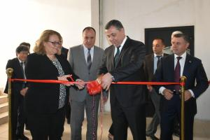 Ambassador Tuula Yrjölä, Head of the OSCE Programme Office in Dushanbe (l) and Mansurjon Umarov, the First Deputy of the State Security Committee during the official opening of the Inter-Agency Secretariat for Border Management and Security of Tajikistan, Dushanbe, 12 September 2017.  (OSCE/Munira Shoinbekova)