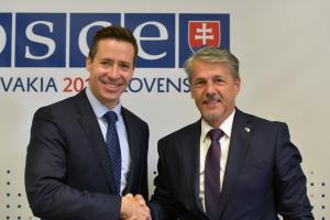 Valiant Richey (l), OSCE Special Representative and Co-ordinator for Combating Trafficking in Human Beings and Ambassador Radomír Boháč the Permanent Representative of the Slovak Republic to the OSCE and Chairperson of the OSCE Permanent Council, Vienna, 3 October 2019. (OSCE/Ghada Hazim)