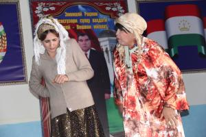 Actors of Kurgan-Tyube's Ato Mukhammedjanov Regional Theatre of Musical Comedy perform a scene from a play about domestic violence as part of the campaign 16 Days of Activism against Gender-Based Violence, Khuroson District, Ayni Jamoat of Kurgan-Tyube, Tajikistan, 27 November 2017.    (OSCE/Munira Shoinbekova)