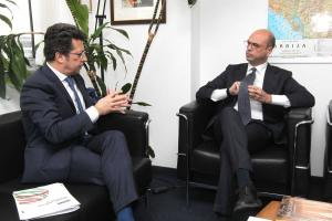 Angelino Alfano (r), OSCE Chairperson-in-Office, Italy's Minister of Foreign Affairs during a meeting with Ambassador Andrea Orizio, Head of the OSCE Mission to Serbia, Belgrade, 27 February 2018. (OSCE/Milan Obradovic)
