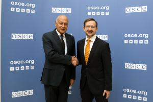 Secretary General of the League of Arab States Ahmed Aboul Gheit (l) and OSCE Secretary General Thomas Greminger, Vienna, 17 October 2018. (OSCE/Malika Kanatbek Kyzy)