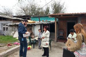 """Pravno nevidljiva lica nemaju državljanstvo, socijalnu i zdravstvenu zaštitu, obrazovanje ili posao. """"Kao da ne postojim uopšte na ovom svetu"""", kaže Rahman Rahmani, korisnik projekta """"Evropska podrška za inkluziju Roma""""."""