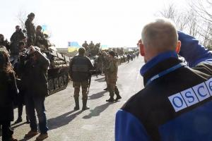 """Cover of """"SMM Ukraine: Monitoring withdrawal of weapons"""" (OSCE)"""