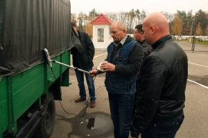 As radiation may be emitted by metal scrap or industrial materials, environmental inspectors and border guards practice cargo checking with use of special equipment. (OSCE/Dmytro Ostapchuk)