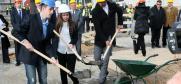 Studenti isturenog odeljenja Ekonomskog Fakulteta u Subotici Univerziteta u Novom Sadu, polažu temelj za izgradnju prostorija isturenog odeljenja u Bujanovcu.  Bujanovac, 3. februar 2015 godine. (OSCE/Milan Obradovic)