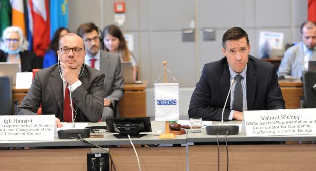 Chairperson of the OSCE Permanent Council Ambassador Igli Hasani (l) and the OSCE Special Representative and Co-ordinator on Combatting Trafficking in Human Beings Valiant Richey​ address the closing of the 20th Alliance Conference, Vienna, 22 July 2020. (OSCE/Micky Kroell)