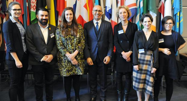 Experts, together with the OSCE Representative on Freedom of the Media, Harlem Désir, at the roundtable on the impact of artificial intelligence on freedom of expression, in Vienna, 10 March 2020. (OSCE/Micky Kroell)