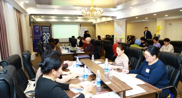 Participants of the OSCE-supported training for women candidates on political participation.  (OSCE/Chyngyz Zhanybekov)