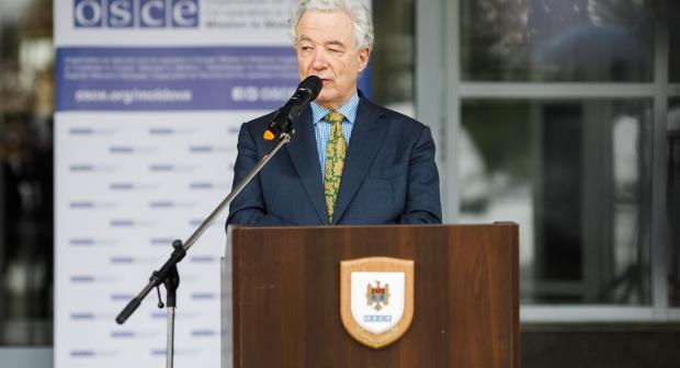 Reprezentantul Special al Președintelui în exercițiu al OSCE din partea Suediei pentru procesul de reglementare transnistreană, ambasadorul Thomas Mayr-Harting, la un briefing de presă, Chișinău, 29 ianuarie 2021 (OSCE/IgorSchimbator) (OSCE)