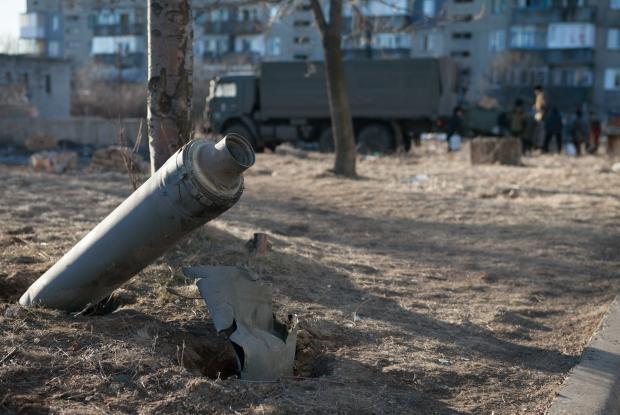 Неразорвавшийся снаряд в Дебальцево, Восточная Украина (Flickr/ЮНИСЕФ Украина)