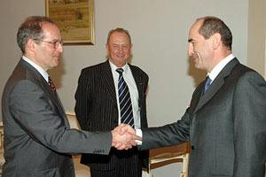 Miklos Haraszti (left), meets President Robert Kocharian in Yerevan, 21 June 2006, as the Head of the OSCE Office in Yerevan Ambassador Vladimir Pryakhin (centre) looks on. (Copyright Martin Shahbazyan)